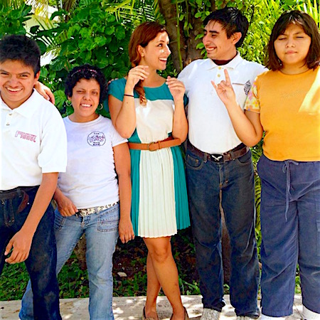 Photo: Posing with some of the students I worked with, my first immersion (Summer 2014 in Mérida)