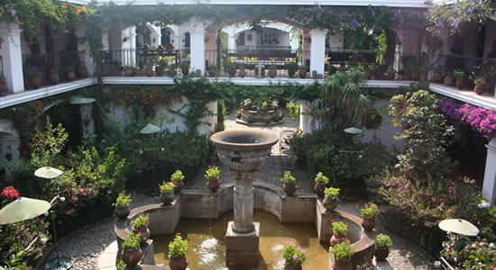Courtyard of the Santo Tómas Hotel