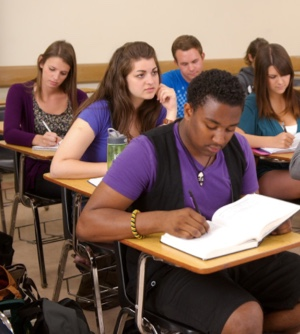 Photo: college classroom with seated students