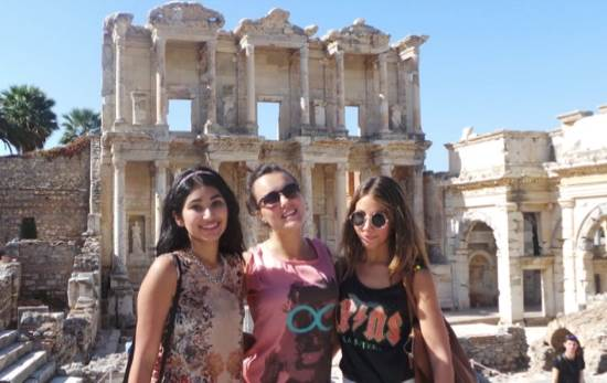 Photo: 3 students abroad pose in front of architectural site