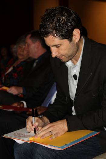 Matt de la Pena signs book