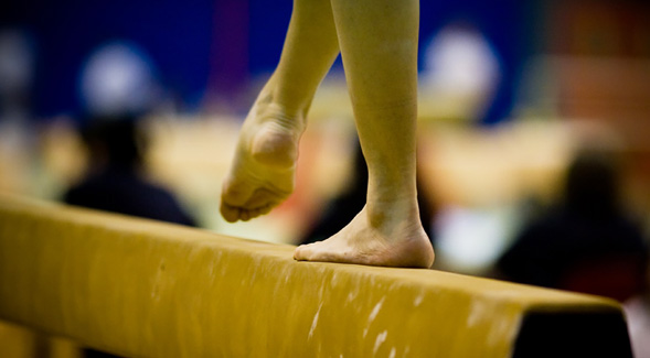 Gymnast on balance beam (Credit: Wikimedia Commons)