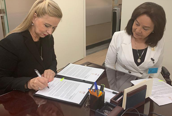 Maria del Carmen Salvatori (left), Director for the Direccion General de Acreditacion de Secretaria de Educacion de Mexico, and Suzanna Fuentes of SDSU Imperial Valley, in Mexico City.
