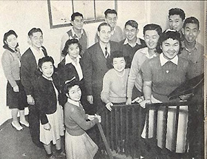 A picture of Japanese-American students from the 1942 Del Sudoeste yearbook.
