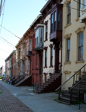 According to Sallis' research, urban blight in low-income neighborhoods can contribute to poor health. Photo by UpstateNYer, Wikimedia.