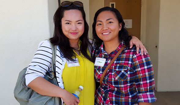 Elaine and Juli Pascual at Transfer Student Orientation.