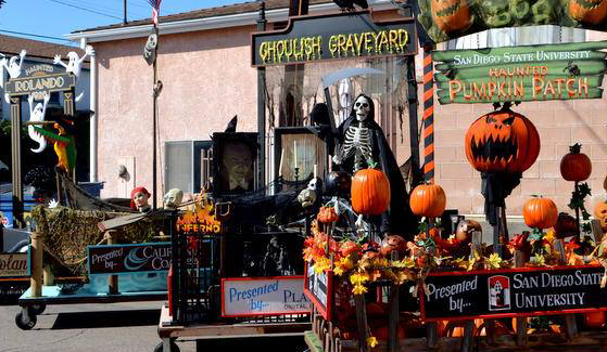 San Diego State University's pumpkin patch float. (Photo: College Area Business District)