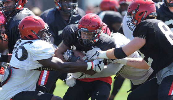 SDSU football players during a scrimmage. (Photo: Ernie Anderson)
