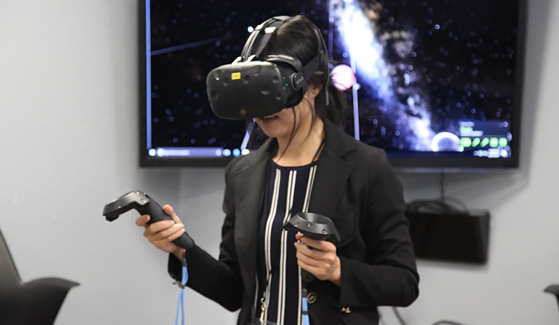 CSU Immersive Learning Summit attendee uses the HTC Vive.