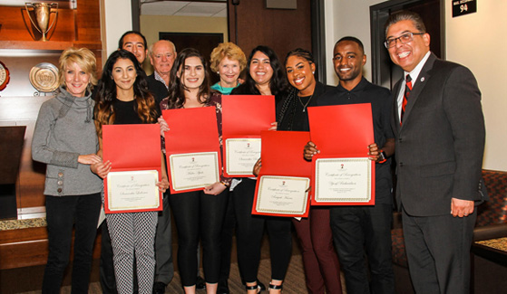 Pam Smith (left), mother of NFL quarterback Alex Smith, along with members of SDSU's Guardian Scholars Program. (Credit: SDSU EOP)