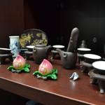 Decorative articles for a Chinese tea ceremony.