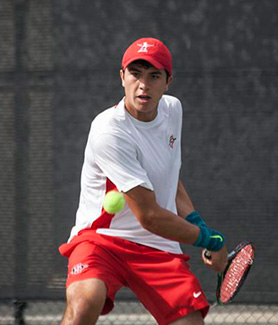 Freshman Daniel de la Torre prepares to hit a forehand return. (Photo: Kelly Smiley/The Daily Aztec)
