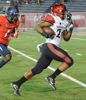 SDSU running back Rashaad Penny scores a touchdown. (Photo: Ernie Anderson)