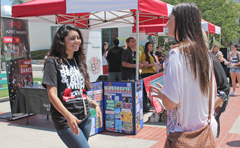 photo: students at the AS involvement fair
