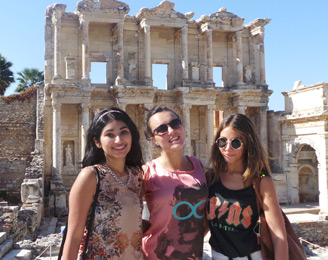 3 students in front of Roman ruins