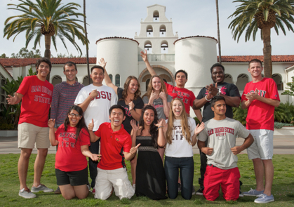 Photo: Students pose in front of Hepner Hall
