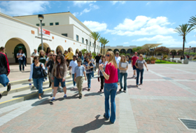 Photo: student group walking